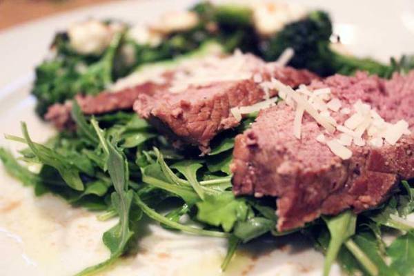 steak-on-arugula