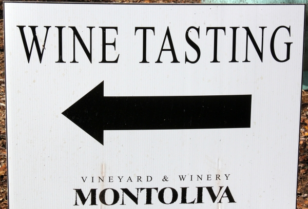 Montoliva Wine Tasting Sign